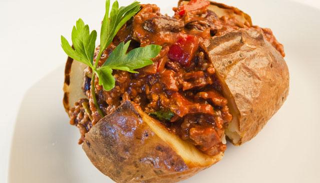 Recipe_639x366_0003_chilli-con-carne-baked-potato